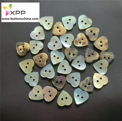 2h Natural Heart Shape Shell Button